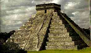 Pir&aacute;mide escalonada, Chichen Itza, &quot;ciudad del brujo del agua&quot;. (Fuente: A. Ciudad, Los mayas, col. biblioteca iberoamericana, Anaya, Madrid, 1988. p. 35)